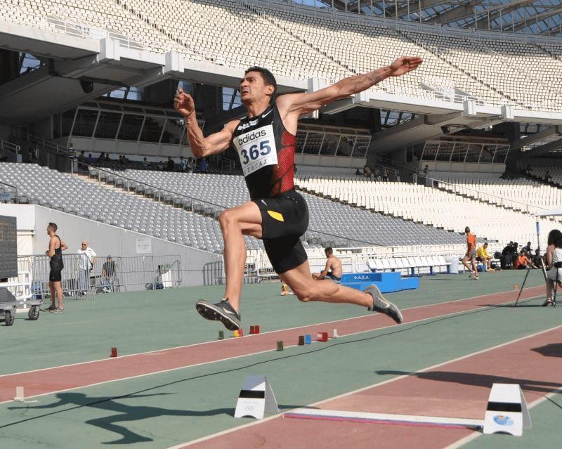 Lompat Jauh: Teknik Dasar, Gaya, Sejarah